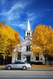 Chiesa ed albero in autunno Immagine Stock