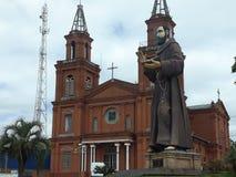 chiesa ed il suo san corrispondente immagine stock libera da diritti