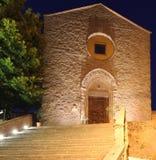 Chiesa entro la notte in Italia Fotografia Stock Libera da Diritti