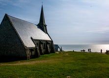 Chiesa in Etretat Fotografia Stock Libera da Diritti