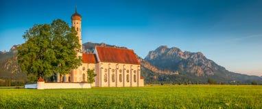 Chiesa famosa vicino a Fussen al tramonto, Baviera, Germania della st Coloman Fotografia Stock