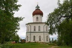 Chiesa-faro di ascensione sulla montagna di Sekirnaya sopra nello skete santo di ascensione fotografia stock
