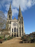 Chiesa francese medievale della cattedrale di Chartres del villaggio della Francia Fotografia Stock