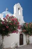 Chiesa greca con gli alberi Immagine Stock