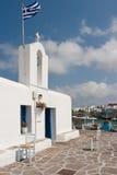 Chiesa greca dal porto Immagini Stock