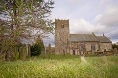 Chiesa inglese del villaggio del paese Immagini Stock Libere da Diritti
