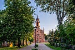 Chiesa in Kernave ed in parco Immagini Stock