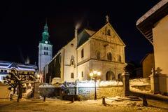 Chiesa medievale illuminata nel centro di Megeve Immagini Stock Libere da Diritti