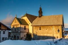 Chiesa medievale nel centro di Megeve, alpi francesi Immagine Stock Libera da Diritti