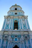 Chiesa molto su blu a Kiev fotografie stock