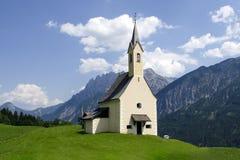 Chiesa nel Alpes Immagini Stock Libere da Diritti