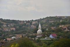 Chiesa nel centro del villaggio di Dezmir, Romania Fotografia Stock
