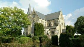 Chiesa nell'ambiente verde Fotografie Stock Libere da Diritti