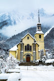 Chiesa nella città di Chamonix-Mont-Blanc, Francia Immagini Stock