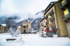Chiesa nella città di Chamonix-Mont-Blanc, Francia Immagini Stock Libere da Diritti