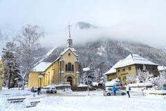 Chiesa nella città di Chamonix-Mont-Blanc, Francia, alpi francesi Fotografia Stock Libera da Diritti
