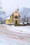 Chiesa nella città di Chamonix-Mont-Blanc, Francia, alpi francesi Immagine Stock