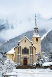 Chiesa nella città di Chamonix-Mont-Blanc nell'inverno Fotografia Stock Libera da Diritti