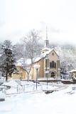 Chiesa nella città di Chamonix-Mont-Blanc nell'inverno Fotografia Stock