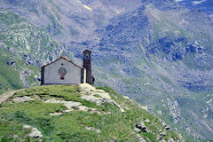 chiesa nella montagna fotografie stock