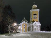 Chiesa nella notte di inverno, Finlandia di Kerimaki fotografia stock libera da diritti