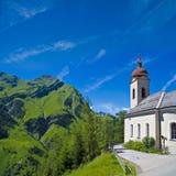 Chiesa nelle alpi Fotografia Stock