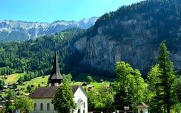 Chiesa nelle alpi svizzere Immagine Stock Libera da Diritti