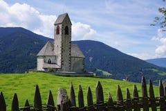 Chiesa nelle montagne Immagini Stock Libere da Diritti