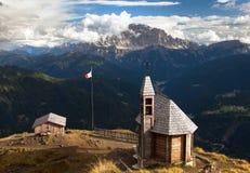 Chiesa o cappella sul passo di Lana della cima della montagna Fotografie Stock