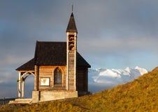 Chiesa o cappella sul passo di Lana e sul supporto Marmolada Immagine Stock Libera da Diritti