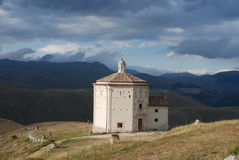 Chiesa octagonal di Calascio Fotografia Stock