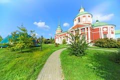 Chiesa ortodossa alla luce del sole di autunno Fotografia Stock