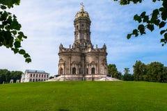 Chiesa ortodossa antica del segno della nostra chiesa di signora Znamenskaya in proprietà terriera Dubrovitsy, Russia Fotografia Stock