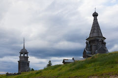 Chiesa ortodossa del nord di legno immagini stock