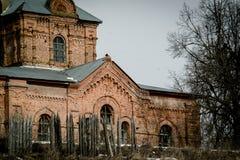 Chiesa ortodossa della resurrezione nel villaggio del distretto di Kremen Medynsky della regione di Kaluga (Russia) Immagine Stock