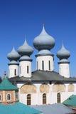 Chiesa ortodossa russa contro il cielo blu Immagine Stock Libera da Diritti
