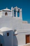 Chiesa ortodossa in Santorini con i segnalatori acustici, Grece Immagini Stock