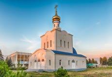 Chiesa ortodossa tradizionale a Frunze, piccolo villaggio in Crimea immagine stock libera da diritti