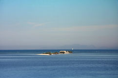 Chiesa in piccola isola Immagine Stock