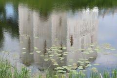 Chiesa riflessa in acqua Immagine Stock Libera da Diritti