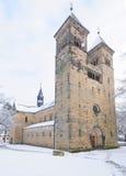 Chiesa Romanic difettosa di Klosterlausnitz sotto neve Fotografia Stock Libera da Diritti
