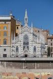 Chiesa Sacro Cuore del Suffragio ed altre costruzioni lungo la R Fotografie Stock