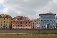 Chiesa Santa Cristina e Palazzo blu a Pisa, Toscana Italia fotografia stock