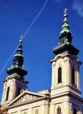 Chiesa sotto il cielo immagini stock