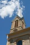Chiesa Steeple contro il cielo Fotografia Stock Libera da Diritti