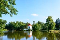 Chiesa su acqua in Zwierzyniec fotografia stock