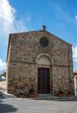 Chiesa su cielo blu Immagine Stock