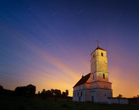 Chiesa sul fondo dello skyblue con gli incroci dorati, isolati Fotografia Stock Libera da Diritti