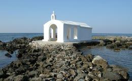 Chiesa sul mare, Chania, Creta, Grecia Immagine Stock