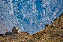 Chiesa sulla montagna immagine stock libera da diritti